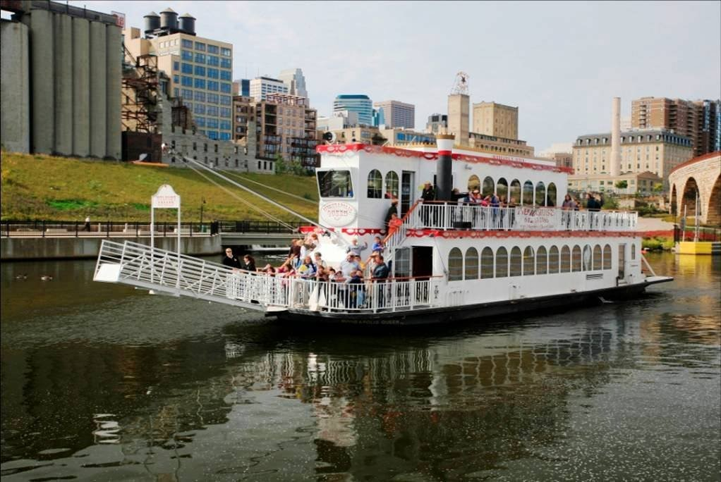 Paradise Charter Cruise on the Mississippi River